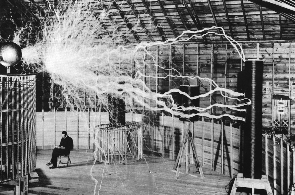 Nikola-Tesla-lighting-bolts